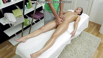 Sexmassage makes pretty doll Betty get real pleasure