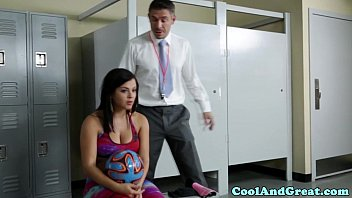 Curvy sportsbabe fucked in coaches office