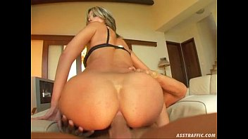 Ass Traffic Hot babe deepthroats two huge cocks and get ass pounded