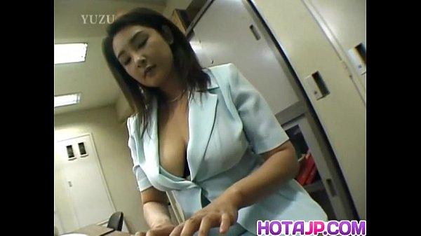 Yui Tokui fucks with vibrator at office