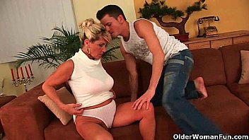 Granny is a squirter 19 min