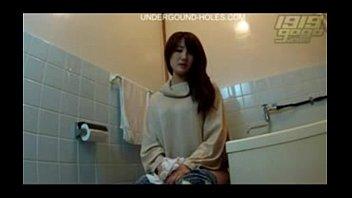 國外美女廁所被偷拍 美苞高清外露