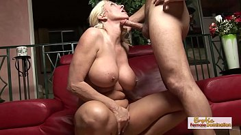Curvy Kayla pleases with her hot mature body.