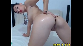 Hot Camlis Chick Fully Naked Fingering Her Tight Pussy