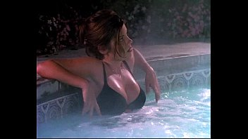 Tiffani-Amber Thiessen: Beverly Hills 90210 (Bikini Top Scene)