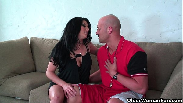 Soccer milf Erin Marxxx knows how to handle a hard cock