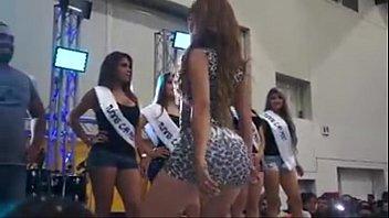 Anel Rodriguez moviendo el culo