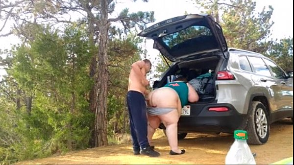 BBW whore likes to take it outside - www.bbwcamgirlsonline.com