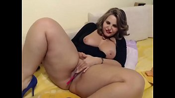 Gorgeous bbw fucks her pussy with dildo - CAMoHolics.com