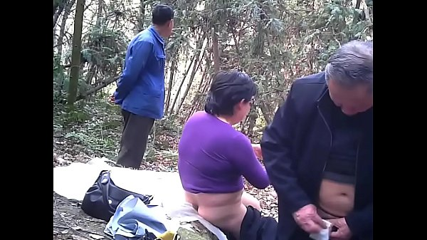 Clip sex ông già 85 tuổi chơi gái trong rừng