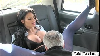 Busty tattooed woman smashed in the cab to off her fare