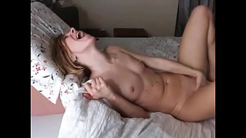 Absolutely hot Babe has incredibre orgasm on cam