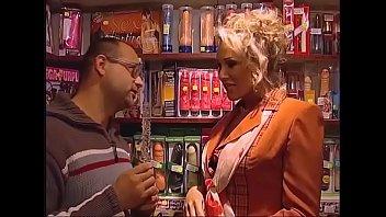 Real Hardcore Sex in Porn Shop - Pornokino Sex german
