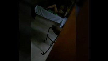 Esposa puta en hotel infiel se masturba y pide que la llenen de lechita