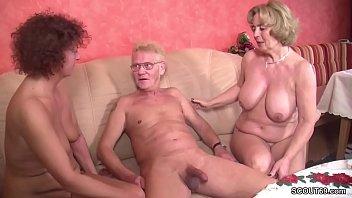 Oma und Opa treiben es mit der geilen Nachbarin