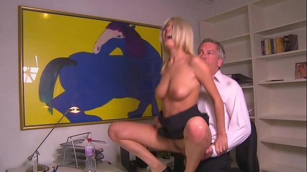 Chef fickt Angestellte im Büro - HD - german - Jasmine Rouge 17 min