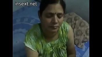 Indian desi mom gives very hot oily handjob to her son