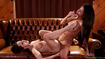 Veronica Rodriguez helps Jenna Sativa table dance - Webyoung