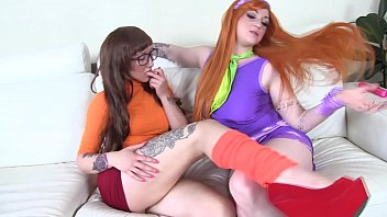 COSPLAY BABES Scooby Doo sluts Daphne and Velma eat pussy