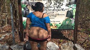 Teen exhibit jovencita mexicana en parque nacional desnudandose
