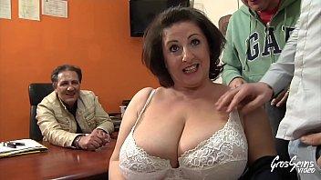 Cougar se fait sodomiser devant son mari 14 min