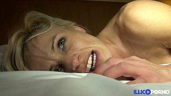 Cougar sexy veut se faire démonter [Full Video] 27 min