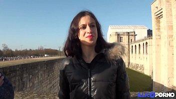 Samira fête la fin d'année avec une bite dans le cul [Full video]