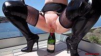 Mature Red XXX fucks a champagne bottle outside 8 min
