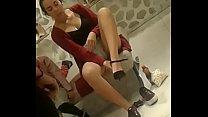 Probándose zapatos