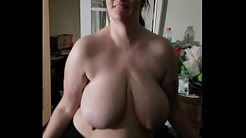 Bbw huge tit wife shaking her tits