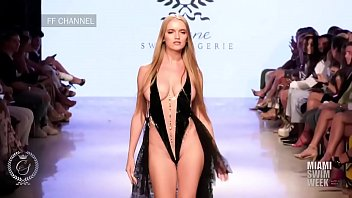 Nacked fashion show in paris