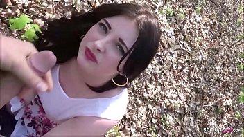German Public - Deutsche Studentin Elisa in Berlin mitten im Park gefickt