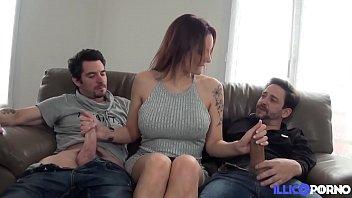 Marie Clarence la brunette aux gros seins s'offre un trio hard