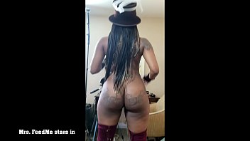 Mrs. FeedMe stars in Victorian Booty Bounce