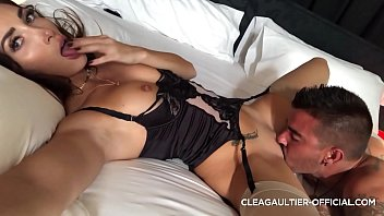 Clea Gaultier wet pussy and fast squirt
