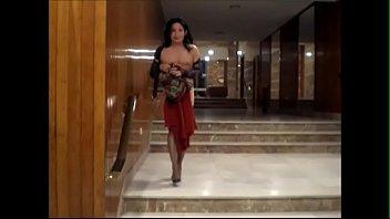Madurita travesti española se desnuda en recepción hotel