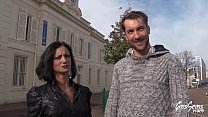 Elvira revient avec son chéri pour une sextape