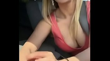Kaley Cuoco Gives handjob in her car (Leaked)