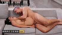 Brunette babe (Layla Sin) get her pussy drilled - Brazzers