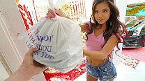 Sexy sushi delivery babe Vina Sky gets extra tip for some fetish stuff 5 min