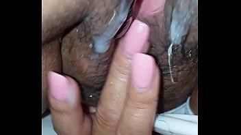 Mi puta deslechandome al recordar la cogida que le dan ,la deja bien caliente