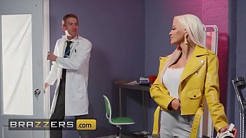Doctor (Danny D) Tests (Sienna Day) Pussy If She Can Feel Anything - Brazzers