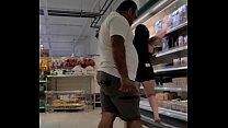 Corno filma esposa exibindo a bunda pro cliente do supermercado Luana Kazaki