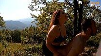 Пеггинг с ним и секс с ней на горе с отличным видом. Слизывает сперму