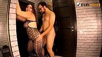 Спонтанный секс в коридоре. Он трахал её, а она его. ( пеггинг, кончил на сиськи)