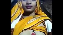 देसी रण्डी भाभी लुंड की पियासी चूचे दिखा रही है