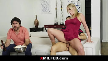 Rachael Cavalli Dump her son Beside Distracted Dad