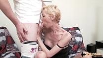 Marie-Hélène, milf blonde mal baisée, veut deux mecs pour son cul