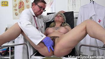 Old pussy exam of chubby pornstar Sarah Star