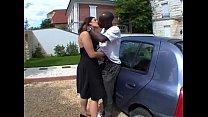 Baisee direct sur le capot de la voiture ! French video
